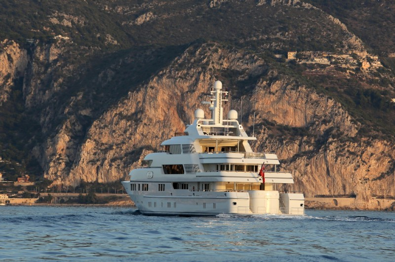 SAINT NICOLAS Broker Show in Monaco